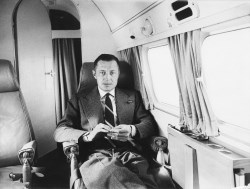 Gianni Agnelli in his private plane. March 1957.
